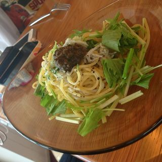 しらすと水菜のパスタ オリーブソース添え(Sghr cafe (【旧店名】カフェ ビドロ))