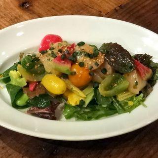 帆立とフルーツトマトのサラダ仕立てエストラゴン風味(オー・ペシェ・グルマン (Au Peche gourmand))