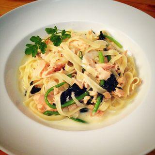 タリアテッレのサーモンと法蓮草のクリームソース(イタリア式食堂 ブラン )
