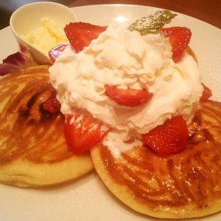パンケーキ ストロベリークリーム(カフェ バニヤン (Cafe Banyan))