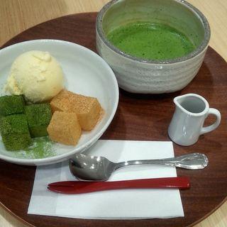 2色のわらび餅(よーじやカフェ渋谷ヒカリエShinQs店)