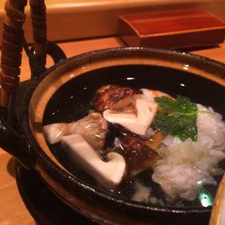 松茸の土瓶蒸し(すし屋の桐野 (すしやのきりの))
