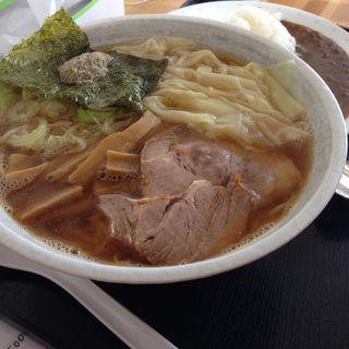 煮干しワンタン麺大盛り&半カレー(まるご食堂 )