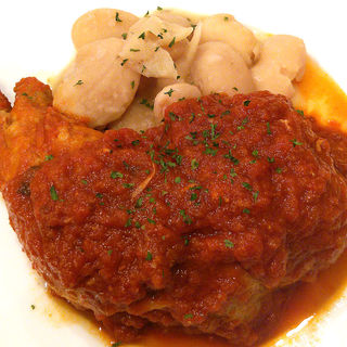 国産ひな鶏の骨付きもも肉のトマト煮込み(gava)