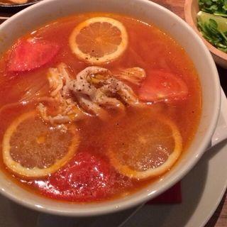 蒸し鶏とトマトのフォー(ALOHA TABLE Kyobashi)