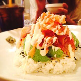 アボカドサーモン親子丼(うさぎ)