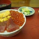 海鮮丼(いくら、うに、まぐろ)(櫻桂)