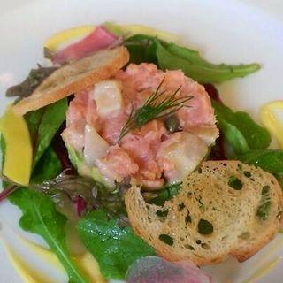 ずわい蟹と帆立貝・アボカドのタルタル(ビストロ シロ)