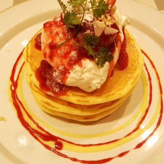 ストロベリーパンケーキ(ジェイエスパンケーキカフェ 立川店 (j.s. Pancake cafe))