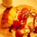 苺とクリームブリュレのパンケーキ