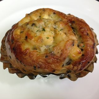ベーコンチーズセサミロール(ベーカリー&カフェ ル・パセリ)