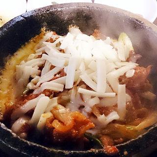 石焼チーズ豚丼(でりかおんどる 新大久保本店 (【旧店名】おんどる))