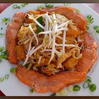 Pad Thai Salmon(Kala Eatery)