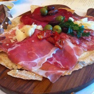 Prosciutto and pecorino cheese platter(53 by the sea)