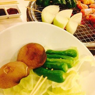 焼野菜串の盛り合わせ(炭火焼肉ゆうび)