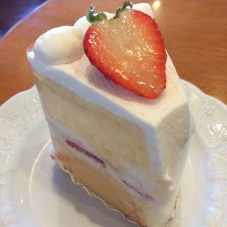苺のシフォンケーキ(ケーキ&ティールーム シェリール)