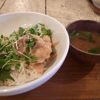 マグロとアボカドの明太子丼(A to Z cafe (エートゥゼットカフェ))