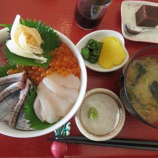 四色丼(塩釜あがらいん )