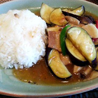 ナスと豚肉の炒め物ランチ(ブルーパパイアタイランド)