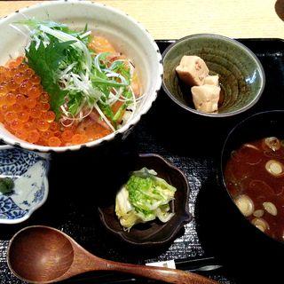 鮭といくらの親子丼定食(恵比寿 いなきあ )