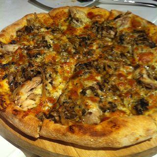 Rosemary Chicken and Wild Mushroom Pizza(Alessio)