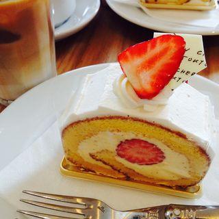 イチゴのロールケーキ(ゴントラン シェリエ 渋谷店 (GONTRAN CHERRIER))