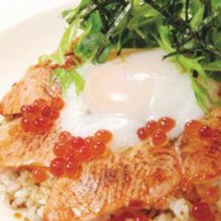サーモンといくらの親子丼(Dexee Diner)