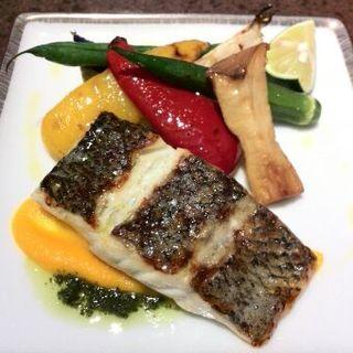 本日のお魚と彩り野菜のグリル 香草風味ソース(チリエージョ )