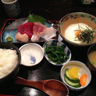お刺身盛り合わせ定食(旬菜魚いなだ)