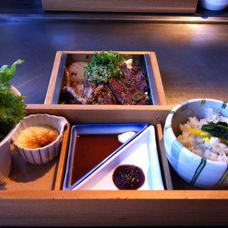 特上ハラミと鶏せせりの鉄板焼 新鮮野菜セット(神戸六甲道・ぎゅんた 丸の内店 )