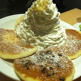 ブルーベリーホイップクリームとマカデミアナッツ(Eggs 'n Things 原宿店)
