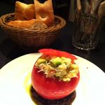 ズワイガニとアボガドのトマトファルシ