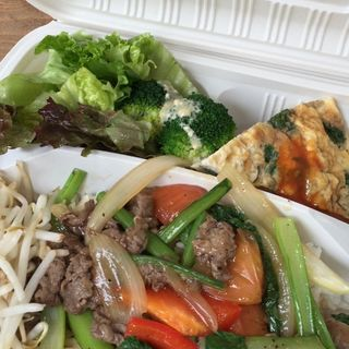 Aランチ牛肉とピーマンの炒め(バタフライカフェ)
