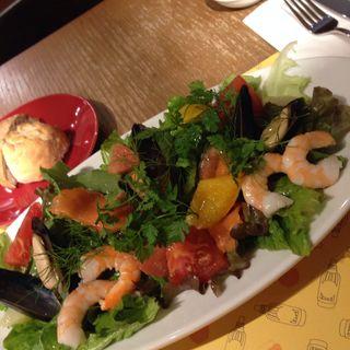 魚介とフルーツのサラダロクシタン(ロクシタンカフェ 新宿店 (Cafe dOlivier))