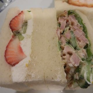 フルーツ&スモークチキンサラダ(さえら)