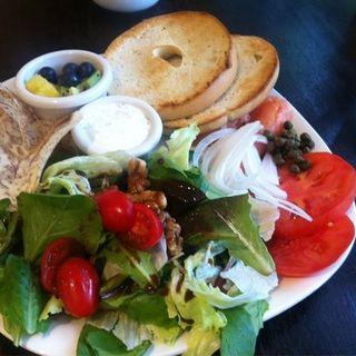 Smoked salmon bagel sandwich(Tilia Aloha Cafe)