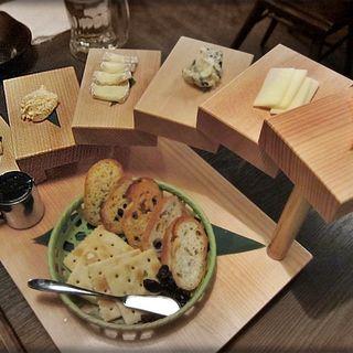 チーズ盛り合わせ(鍛冶二丁 (カジニチョウ))