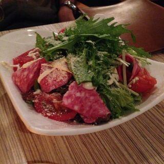 生ハムとルッコラのチーズドレッシングサラダ(アネアカフェ 参宮橋店 (anea cafe))
