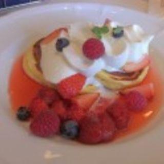 赤い果実のパンケーキ(エーデルワイス (Edelweiss))