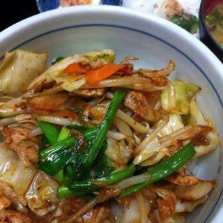 豚キムチ丼(ごはん屋 たんぽぽ )
