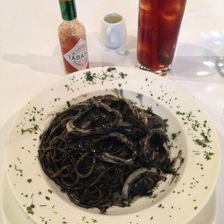 イカ墨パスタ(Okapi Restaurant)