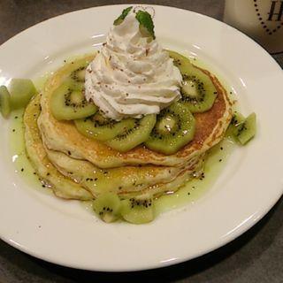 キウイフルーツパンケーキ(ミセスハートカフェ)
