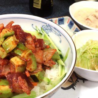 マグロキムチ丼(お料理 やわらぎ)