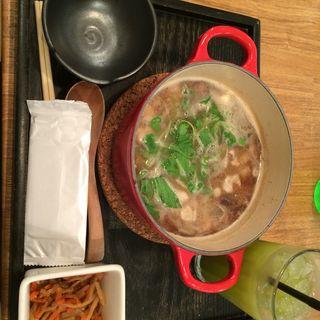 牛ホルモンと牛蒡の特選味噌茶鍋(ランチセット)(茶鍋カフェ kagurazaka saryo 渋谷マークシティ店 (サリョウ))