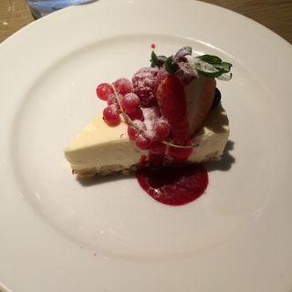 ラズベリーのレアチーズケーキ(MERCER CAFE DANRO)