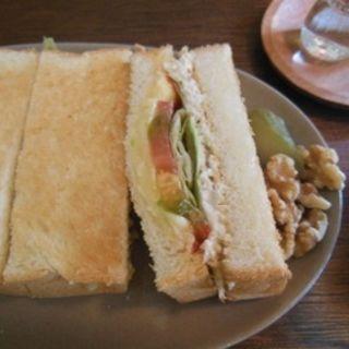 チキンとチーズのトーストサンド(月と六ペンス (ツキトロクペンス))