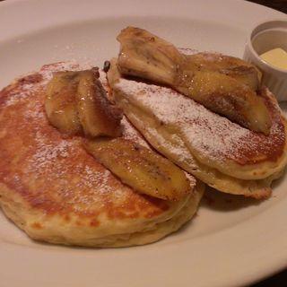 ソテーバナナとウォールナッツのパンケーキ(バビーズ ヤエチカ (Bubby's))