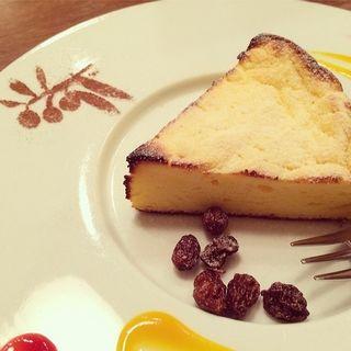 スフレチーズケーキ(Alla Pace (アッラパーチェ))