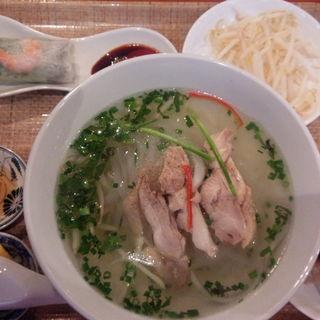 鶏肉のフォーセット(ベトナムちゃん (【旧店名】Saigon×Saigon サイゴンサイゴン))
