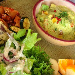 自家製ふわふわハンバーグと季節のソース(La Table De Izumi)